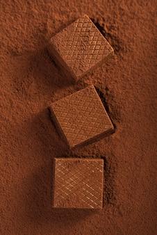Gaufres au chocolat sur poudre de cacao