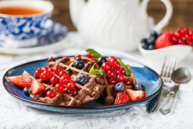 Gaufres belges au chocolat avec baies