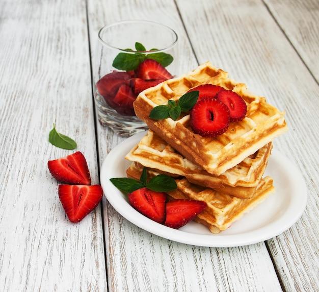 Gaufres belges aux fraises et à la menthe