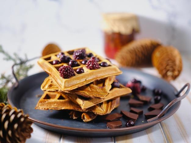 Gaufres belges aux fruits rouges et au chocolat