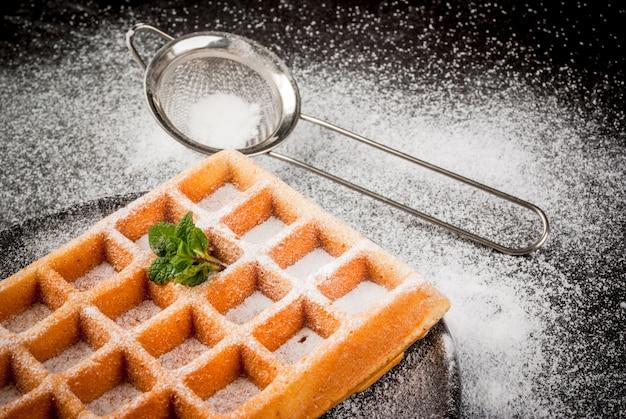 Gaufres belges, saupoudrées de sucre en poudre