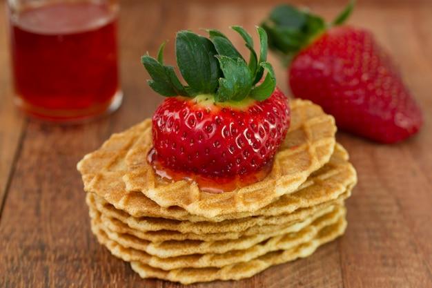 Gaufres à la fraise et à la confiture