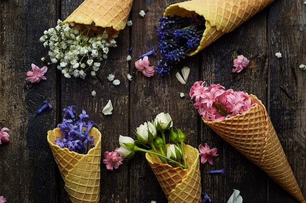Gaufres pour crème glacée aux fleurs