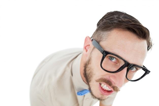 Geek hipster en regardant la caméra