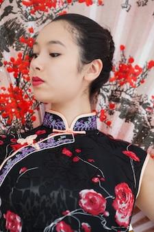 Geisha style femme avec ventilateur
