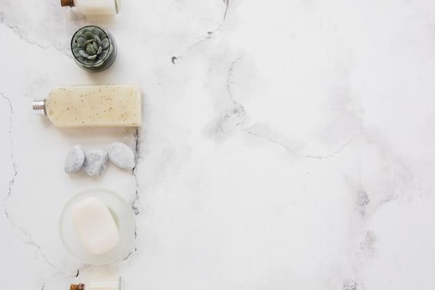 Gel douche au savon et décor avec espace de copie