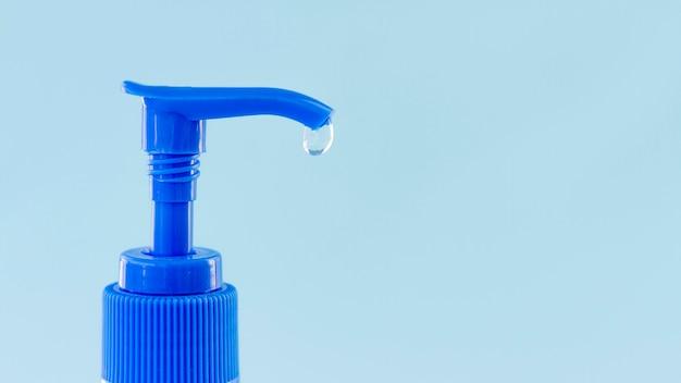 Gel hydroalcoolique dans un récipient en plastique