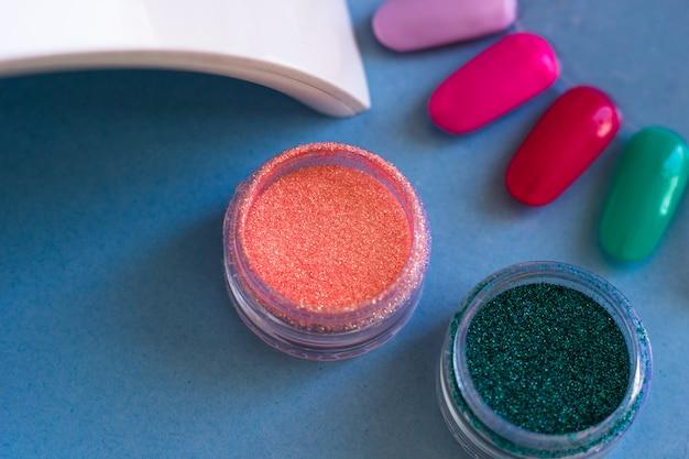 Gel-peinture pour la conception des ongles et du pinceau. ensemble d'outils cosmétiques pour manucure et pédicure