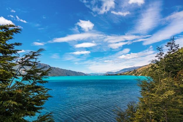 Général carrera lake et montagnes beau paysage, chili, patagonie, amérique du sud