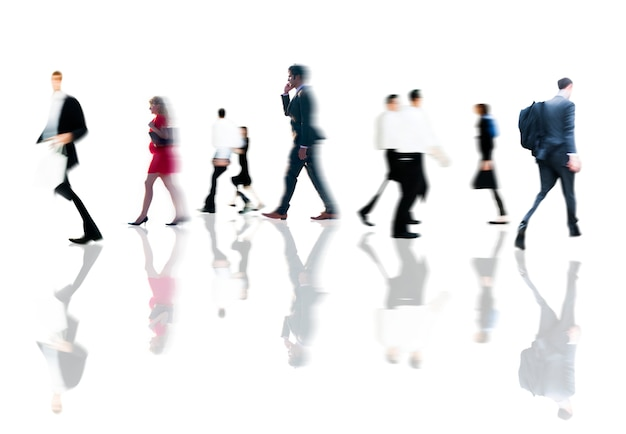 Les gens d'affaires aux heures de pointe à pied concept de navettage