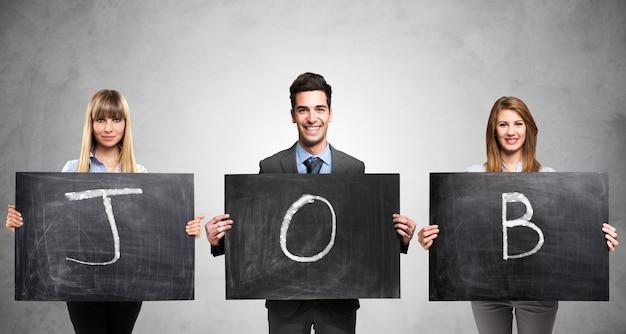 Les gens d'affaires détenant trois tableaux avec le mot job écrit sur