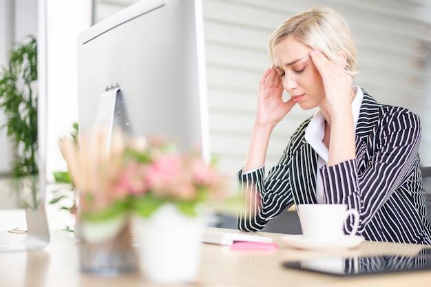 Les gens d'affaires est stressé avec un problème commercial