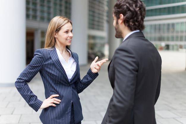 Gens d'affaires parler