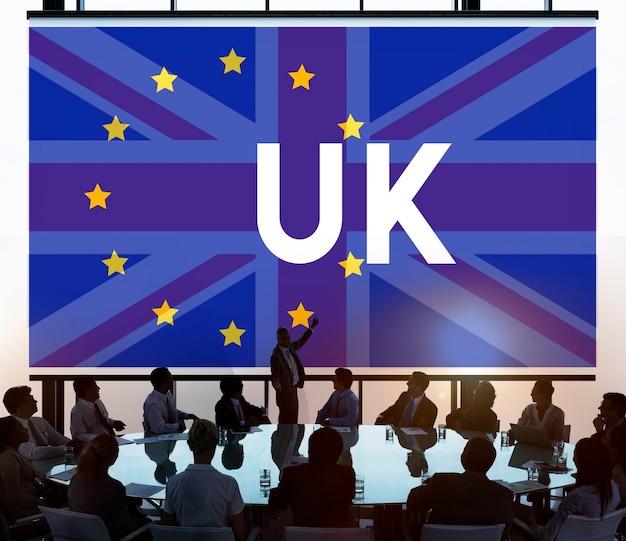 Les gens d'affaires prenant des problèmes sur le royaume-uni