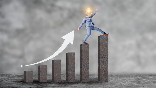 Gens d'affaires remontant le graphe conceptuel croissance de l'entreprise