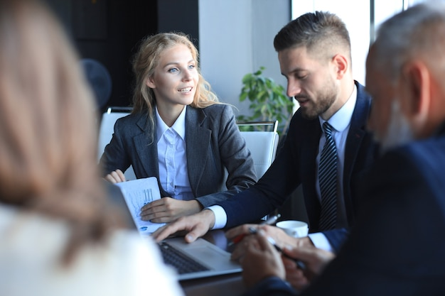 Gens d'affaires réunion conférence discussion concept d'entreprise.