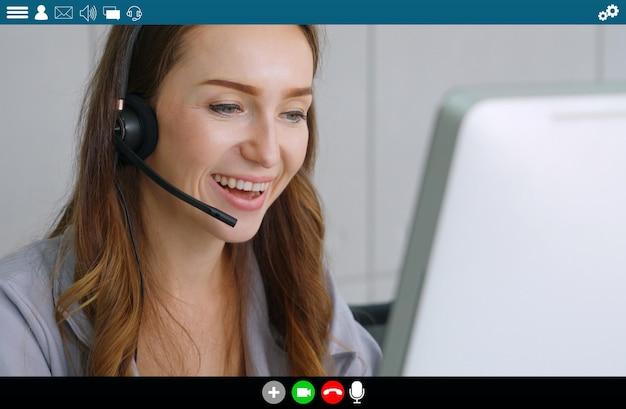Gens d'affaires se réunissant dans l'application de vidéoconférence sur la vue du moniteur d'ordinateur portable