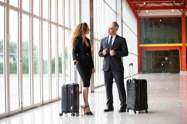 Gens d'affaires en voyage