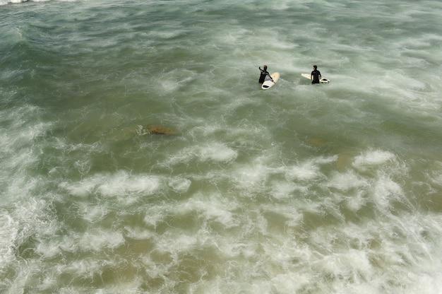 Les gens dans la mer