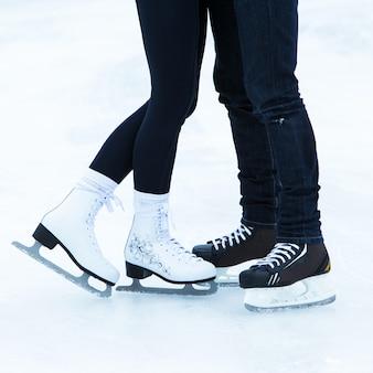 Gens sur la patinoire