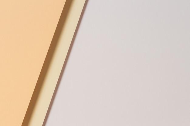 Géométrie de papiers de couleur abstraite fond de composition à plat avec des tons de couleur beige marron clair