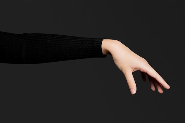 Geste de la main de la paume ouverte ramassant un objet invisible