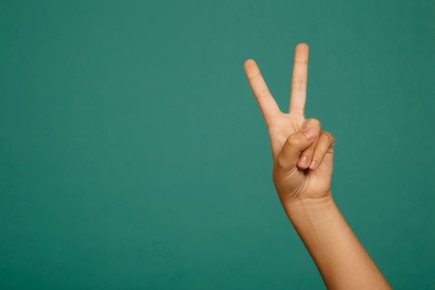 Geste de la main de la victoire