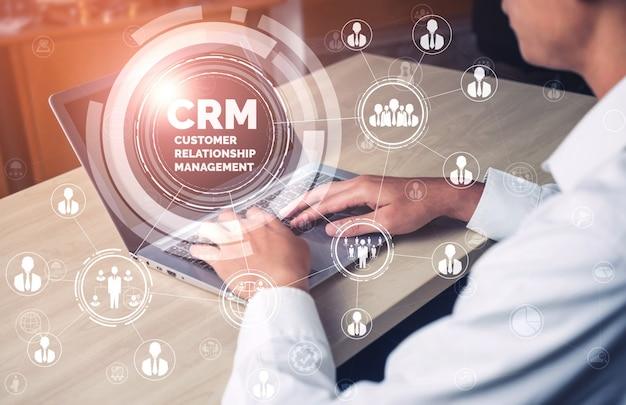 Gestion de la relation client crm pour le concept de système de marketing commercial