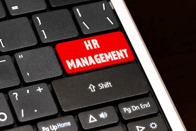 Gestion des ressources humaines sur le bouton entrée rouge sur le clavier noir.
