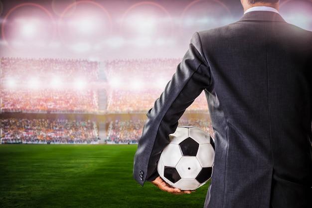Gestionnaire de football contre les supporters dans le stade