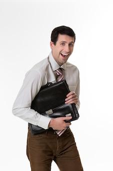 Gestionnaire souriant avec une mallette à la main commis drôle