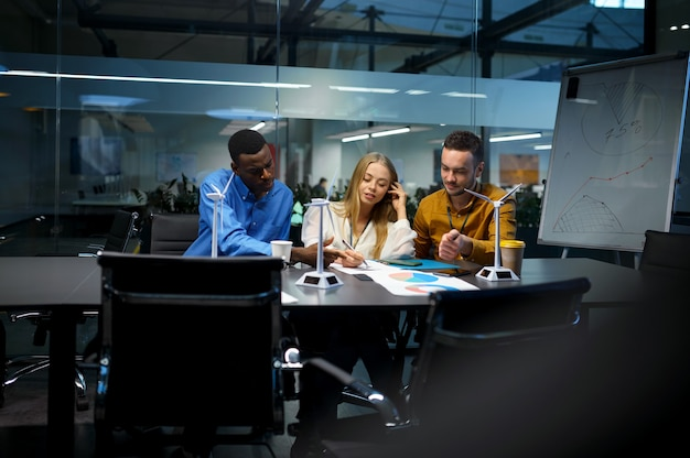 Gestionnaires à la table, présentation de l'idée informatique