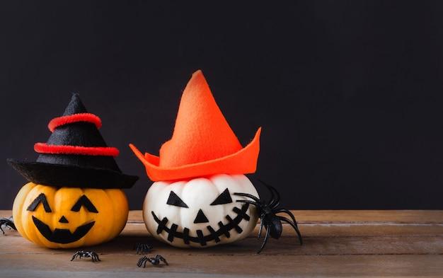 Ghost pumpkins head jack lantern effrayant sourire porter chapeau et araignée sur bois