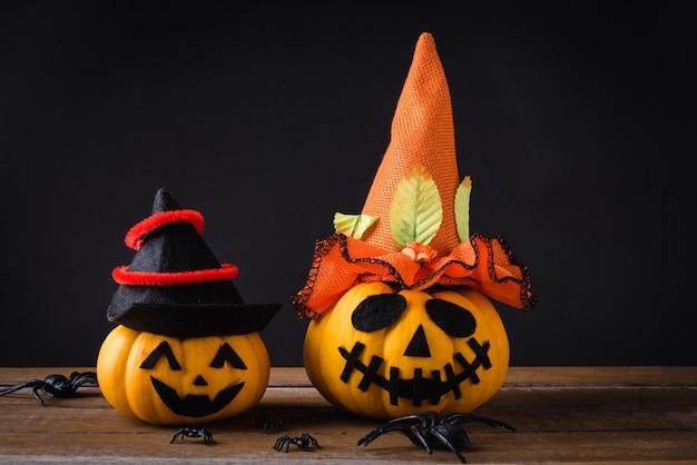 Ghost pumpkins head jack lantern effrayant sourire porter chapeau et araignée sur table en bois