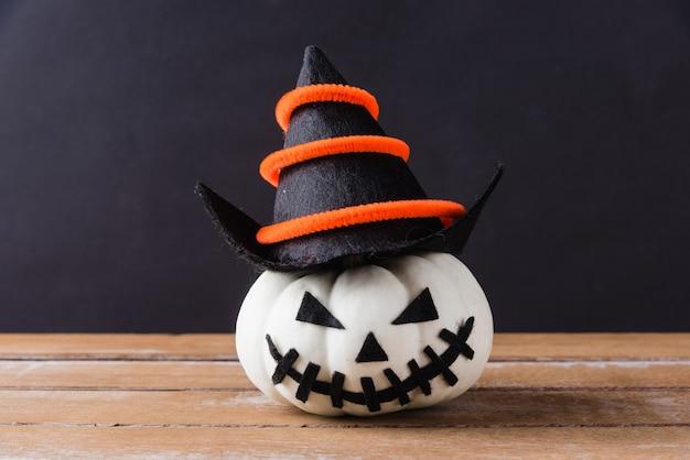 Ghost pumpkins head jack lantern effrayant sourire porter chapeau sur bois