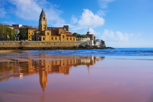 Gijon beach san lorenzo église san pedro asturies
