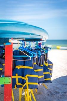 Gilets de sauvetage et bateaux