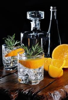 Gin sec classique avec tonique et zeste d'orange