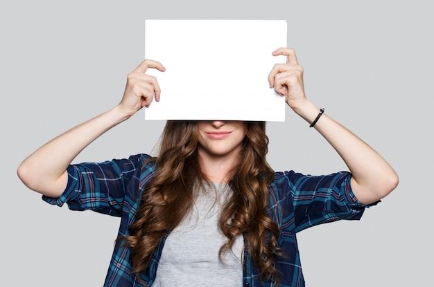 Girl, tenue, blanc, panneau affichage