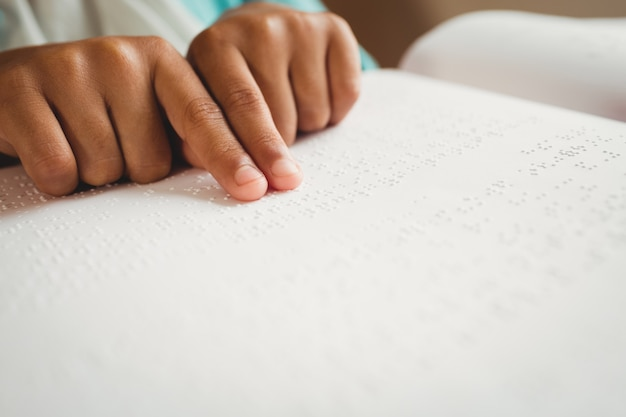 Girl, utilisation, braille, lire