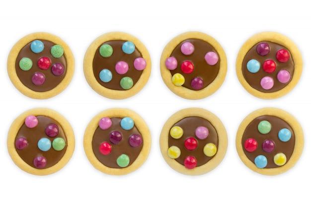 Glaçage de biscuits colorés, fond blanc isolé