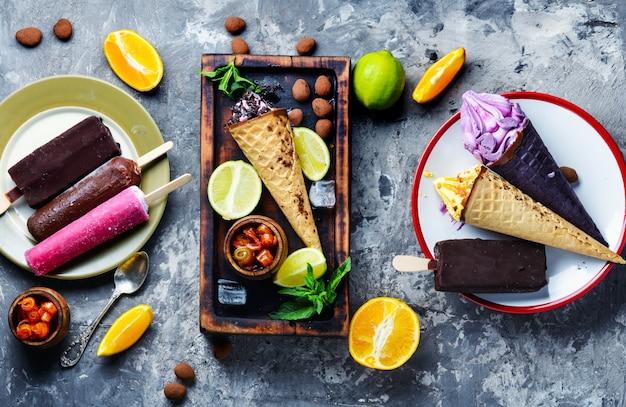 Glace au chocolat et aux fruits