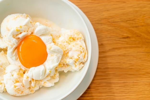 Glace aux œufs surgelée