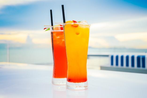 Glace à boire du verre aux cocktails
