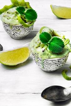 Glace à la menthe et citron vert