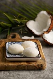 Glace mochi à la noix de coco