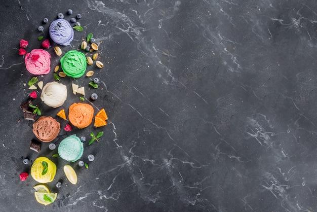 Glace pastel colorée avec des cônes de gaufre