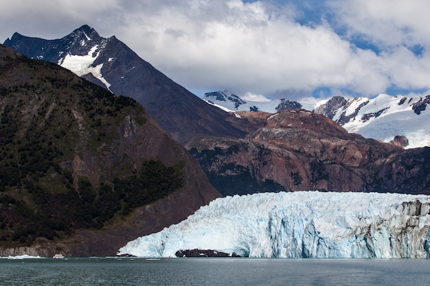 Glacier champs gelés paysage de montagne