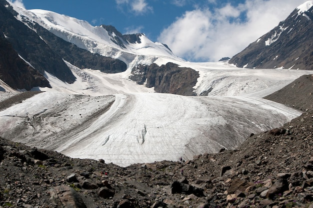 Glacier grand aktru dans les montagnes de l'altaï