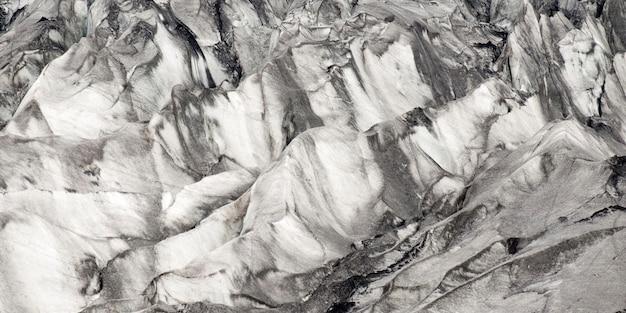 Glacier avec de nombreuses crevasses